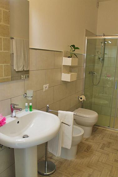 Camera Ulivo - Vista panoramica bagno
